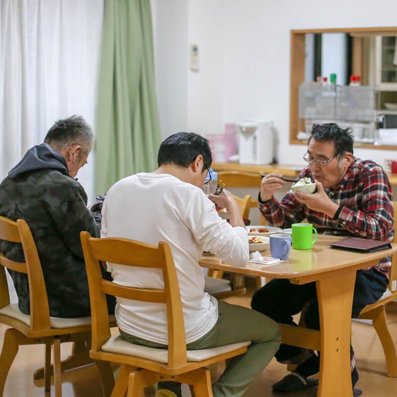 グループホームでの食事風景